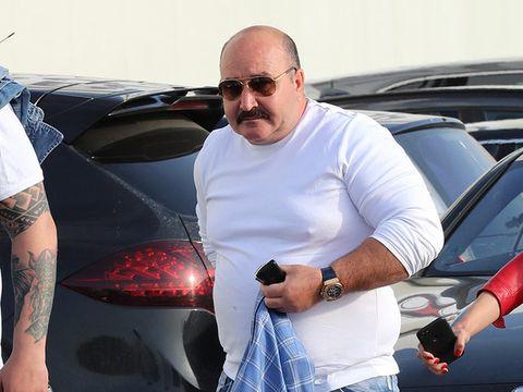Nuțu Cămătaru s-a afișat prin curte cu ceasul de 50.000 de euro! FOTO