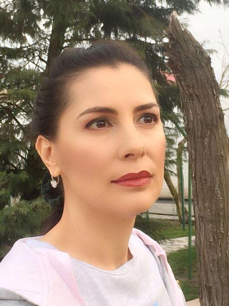 Nimeni nu mai știa nimic de fosta soţie a lui Liviu Dragnea, dar noi am găsit-o! Bombonica a devenit maestru în dezvoltare spirituală! Vezi cum a avansat în ierarhie! EXCLUSIV