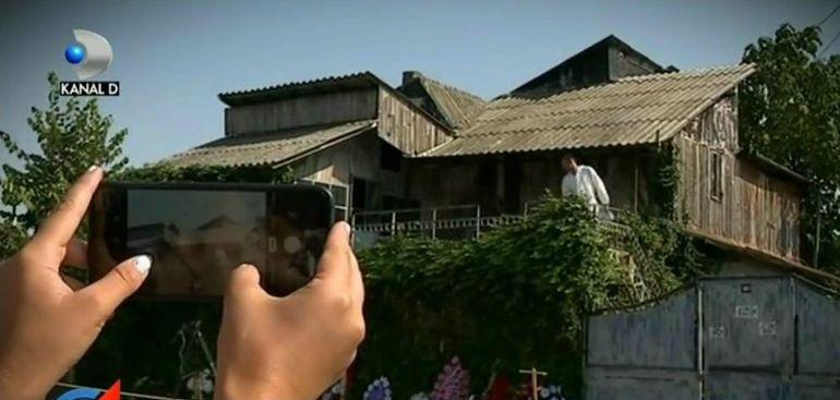 VIDEO | Munte de gunoi sub casa lui Gheorghe Dincă. Ce s-a găsit după săpăturile cu excavatorul