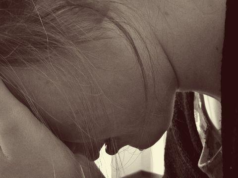Revoltător! Femeie de 55 de ani cu probleme psihice, violată în același timp de doi tineri! Ce pedeapsă au primit cei doi