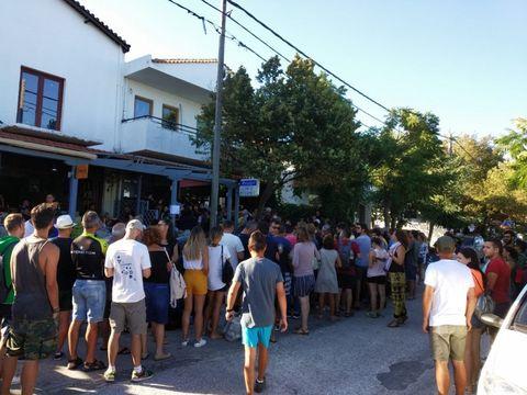 Români agresați de polițiștii greci, după ce au rămas blocați în Insula Samothraki