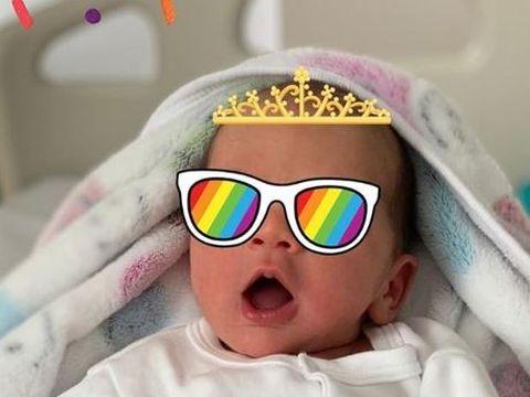 Anca Serea a publicat prima fotografie cu chipul fiicei sale! Micuța Leah are ochi albaștri și a cucerit internetul