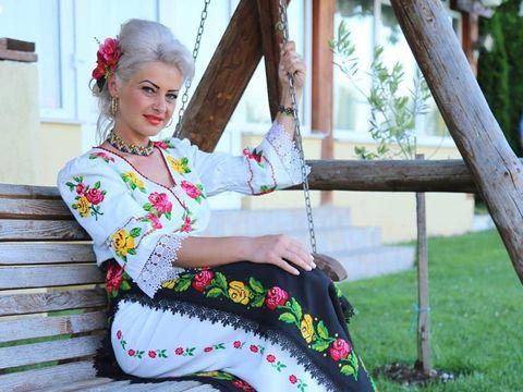 """Drama cântăreței Anamaria Pop, moartă în accident rutier! Rămăsese văduvă în urmă cu 7 ani și își creștea singură copiii """"Doar pe tine te-am mai avut"""""""