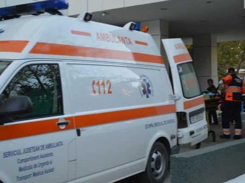 Un bătrân de 72 de ani din Vaslui a murit în holul casei aşteptând ambulanța! Medicii nu au putut intra de frica pechinezilor din curte