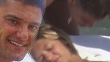 Cristi Boureanu, show erotic cu iubita, pe malul mării! Ce i-a făcut fostul deputat tinerei Laura, în văzul lumii?