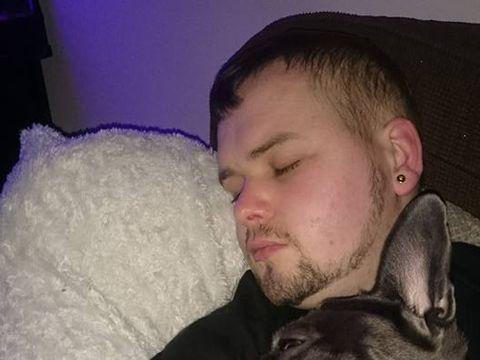 Povestea care te va face să plângi: un câine a murit la 15 minute după ce stăpânul lui a fost răpus de cancer