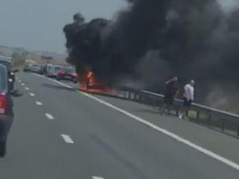 Incendiu pe Autostrada Soarelui! O mașină a luat foc!