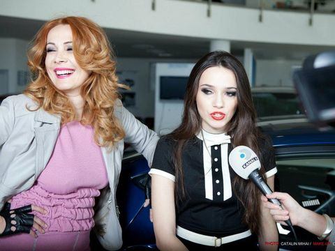 Fiica Danei Săvuică şi-a cumpărat maşină după ce s-a angajat la Ministerul Mediului! Vezi ce salariu uriaş are Iulia, care este consilier!