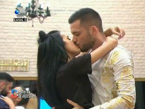 Cele două cupluri de la Puterea Dragostei, date comun! Atât Bianca și Livian, cât și Mary și Robert s-au sărutat din plin! Imagini romantice
