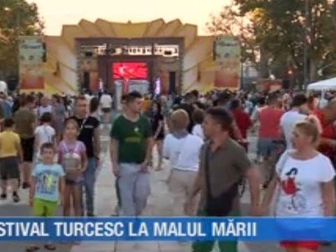 VIDEO | Festival turcesc la malul mării. Piațeta Cazino din Mamaia s-a transformat noaptea trecutã în micul Istanbul
