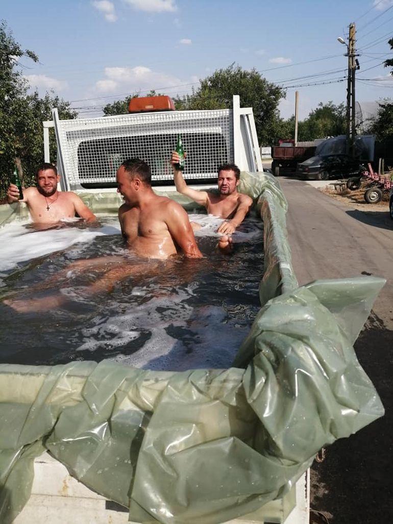 Distracție INCREDIBILĂ în satul Vioricăi Dăncilă! Tinerii din Hoarca, acolo unde premierul și-a făcut nunta, și-au instalat piscină într-o...furgonetă! VIDEO EXCLUSIV