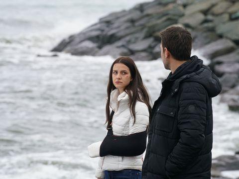 """İrem Helvacıoğlu, eroina serialului """"Lacrimi la Marea Neagra"""": """"M-a emotionat profund suferinta personajului meu!"""""""