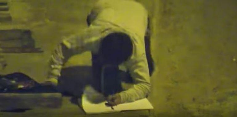 Victor, un băiețel de 11 ani, a fost filmat în timp ce își făcea temele pe stradă! Un milionar a aflat povestea lui și i-a schimbat viața