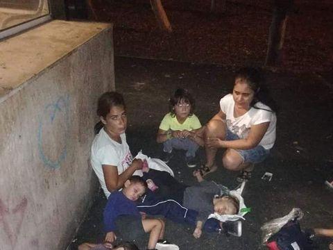 Minunea din viața unei mame care dormea sub cerul liber cu cei cinci copilași ai săi.  Salvarea lor a venit când se așteptau mai puțin