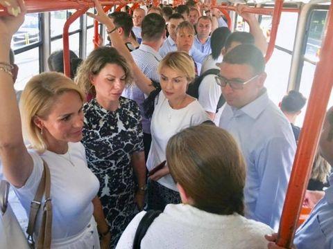 """Primarul Gabriela Firea s-a plimbat cu tramvaiul 41: """"Sunt un om de cuvânt"""""""
