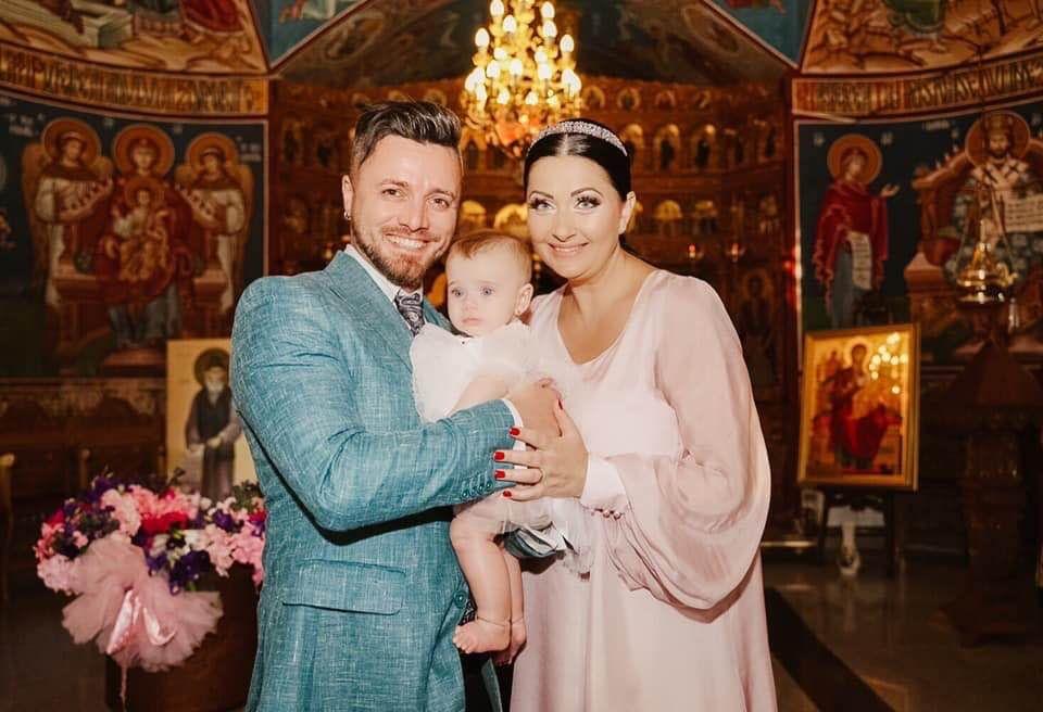 """Ea este femeia care a plâns la botezul fetiței Gabrielei Cristea și a lui Tavi Clonda! """"Nu a apucat să o vadă pe Iris"""""""