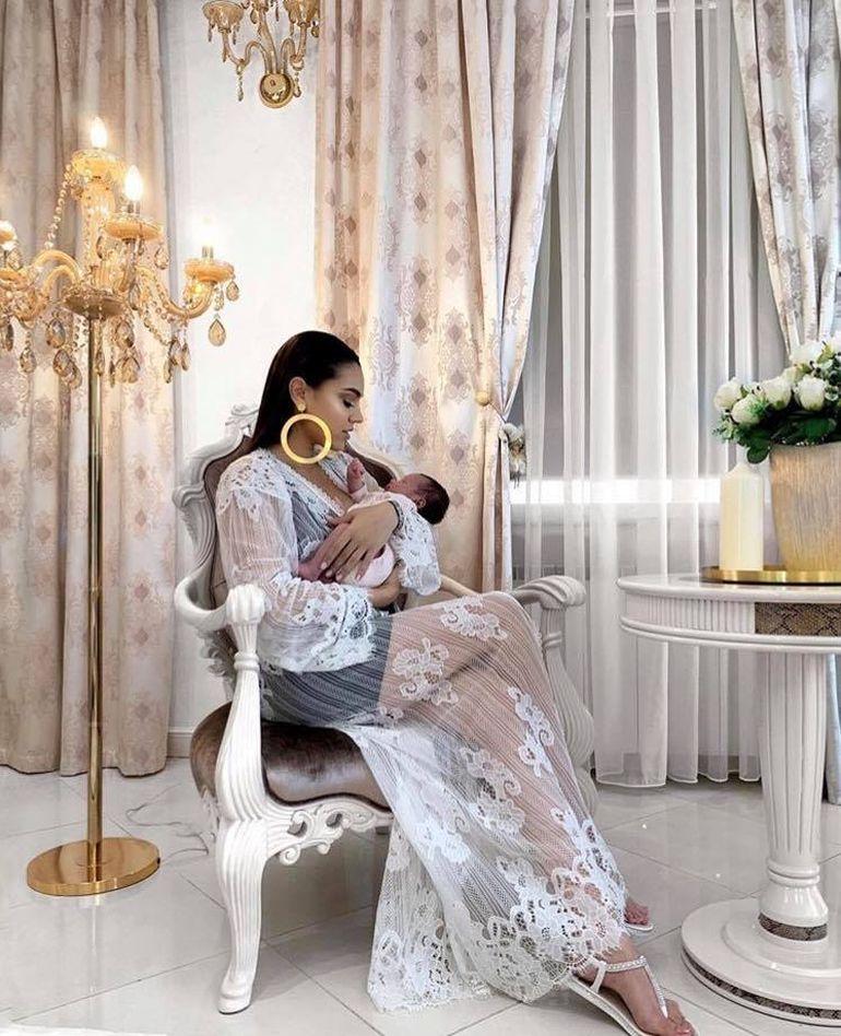 De ce nu vrea Carmen Minune să o boteze încă pe fetița ei