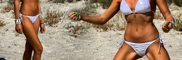 Crina Abrudan a pozat supersexy la plajă! Fosta prezentatoare a făcut senzație la Corbu FOTO