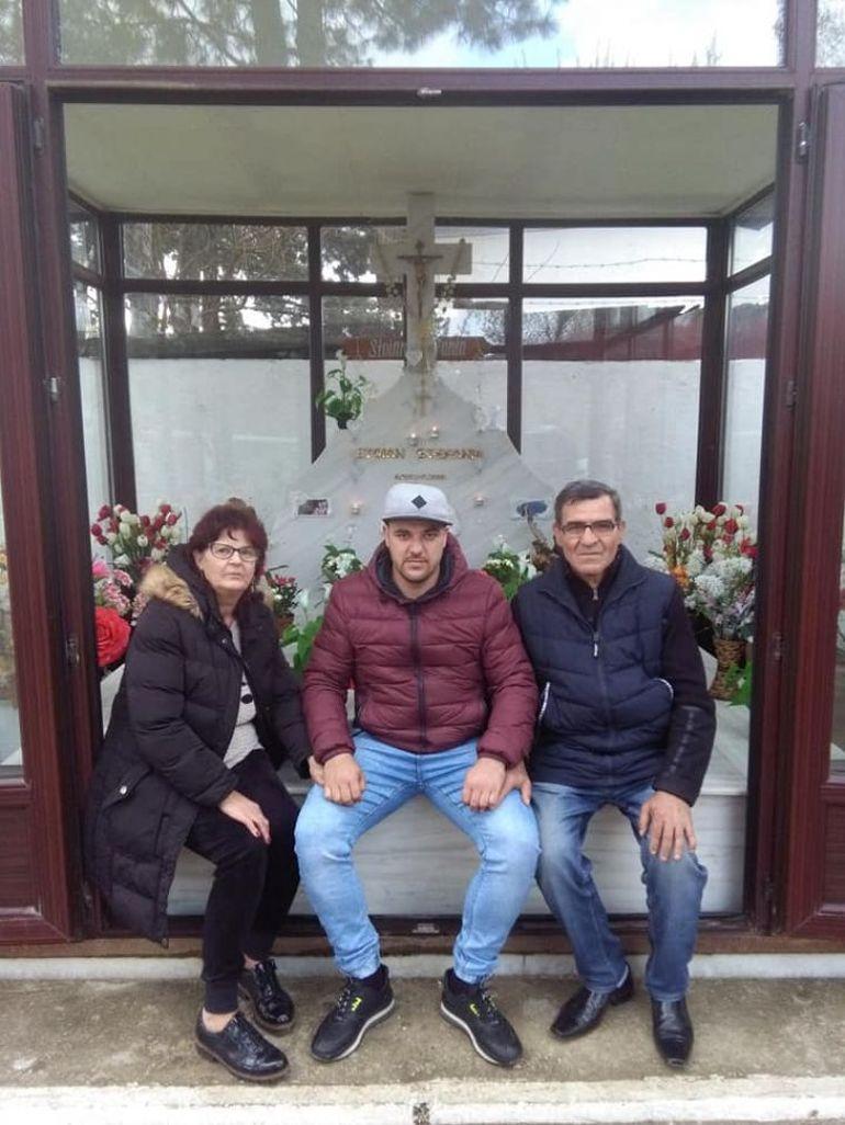 Ce s-a întâmplat la mormântul Fănicăi Salam, chiar de ziua primei soții a manelistului? Fănica ar fi împlinit 37 de ani FOTO