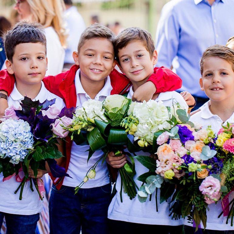 Băiatul Andrei Măruță, David, s-a întors la școală, iar mama lui a fost alături de el. Fotografiile postate în online au stârnit furia unora dintre fani: