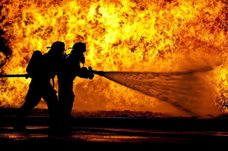 incendiu pompieri flacari