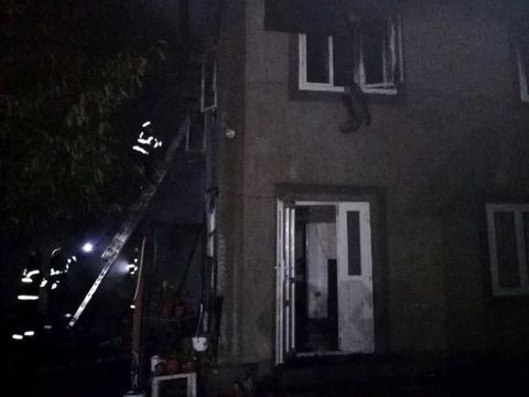 Neamț: o mamă și cei doi copii au murit arși de vii în propria casă! Când pompierii au intrat în locuință s-au îngrozit. Ce au găsit