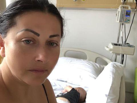"""ULTIM MOMENT! Gabi Cristea, în stare de șoc! A ajuns de urgență la spital! Ce se întâmplă cu fetița ei cea mică în aceste clipe! """"Are febră mare"""""""
