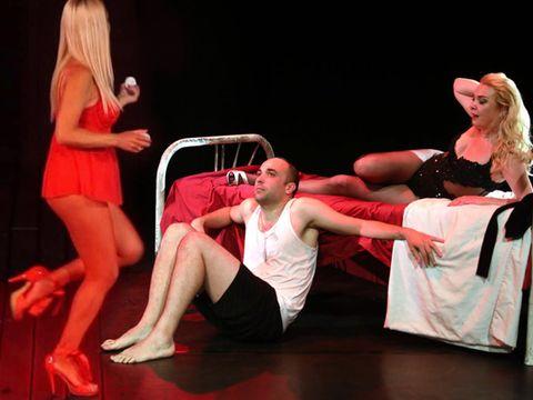 Crina Matei se dezbracă, la 48 de ani! Actrița urcă pe scenă mai mult goală într-o piesă de teatru în care joacă și soțul Andreei Bălan