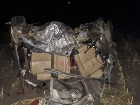 Accident MORTAL la Iași! Un tânăr a fost găsit decedat lângă un BMW rupt într-un copac FOTO