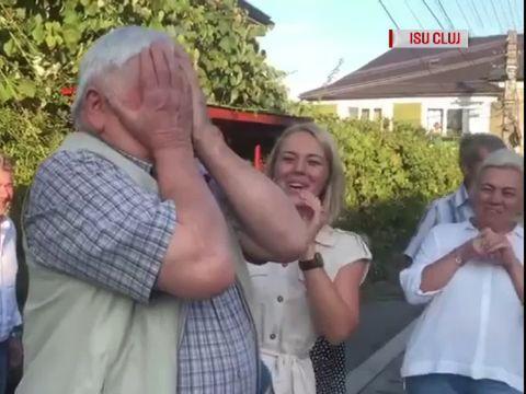 Un bătrân din Cluj s-a trezit cu pompierii în faţa casei, deşi nu ardea nimic. Când a aflat motivul, a izbucnit în lacrimi VIDEO