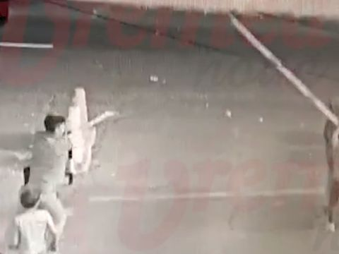 Un grup de puști din Bârlad au devastat un cimitir, au rupt bariera de la piață, apoi au atacat o mașină! Imaginile sunt scandaloase