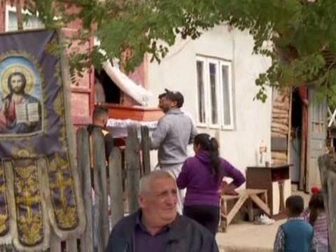 Familia fetiței găsite moarte în Dâmbovița se pregătește să o înmormânteze! Ce se întâmplă acasă la Adriana
