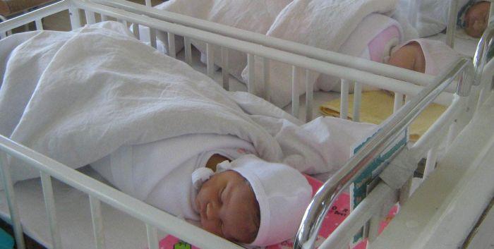 Tragedia se repetă! Opt bebeluși au ars de vii în maternitate