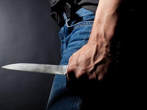 Un nou caz șocant în România. Un bărbat şi-a înjunghiat soţia în plină stradă, apoi s-a sinucis!