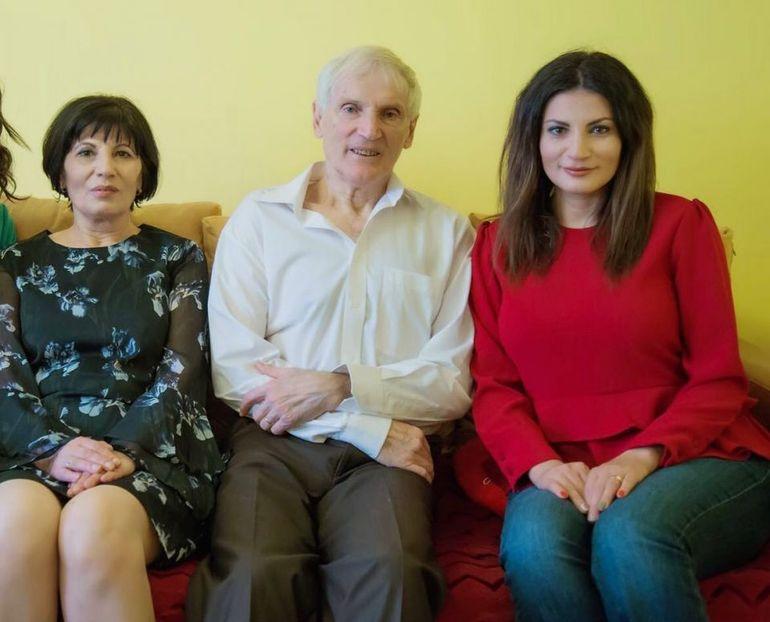 Tatăl Ioanei Ginghină face flotări în pădure şi merge cu bicicleta la 76 de ani! Dan Ginghină a practicat box, schi şi tenis de câmp! FOTO