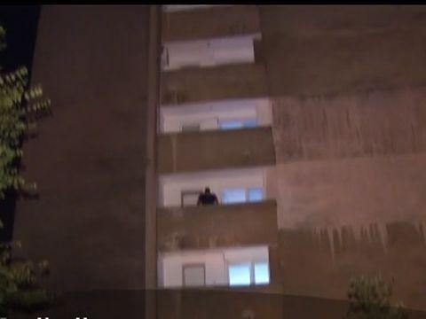 O tânără de 24 de ani s-a aruncat de la etajul 10 al unui bloc din București
