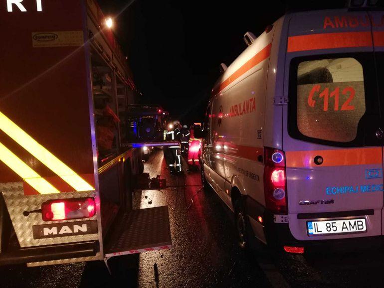 Carnagiu în Ialomița! Zece oameni au murit și șapte sunt grav răniți, după ce un TIR s-a izbit de un microbuz