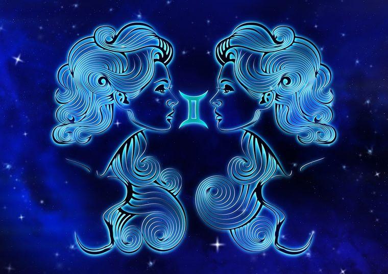 Horoscop dragoste octombrie. Gemenii au un impas amoros, în timp ce Săgetătorii își găsesc iubirea luna asta