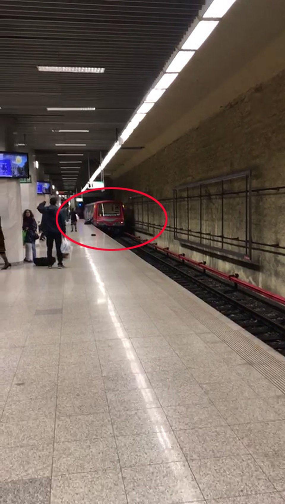 Incident grav la metrou, la stația 1 Mai! Un bărbat, târât de tren după ce a fost prins în uși