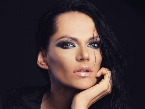 Românca Bya a întors patru scaune la un concurs de talente din Turcia şi are o poveste de telenovelă!