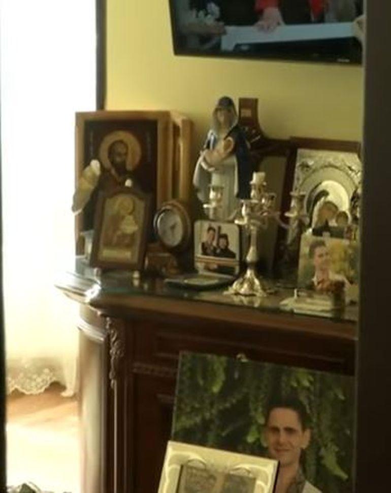 Fiica lui Aurelian Preda și-a făcut altar cu pozele tatălui ei! Cum arată dormitorul în care ar fi avut loc abuzul sexual?