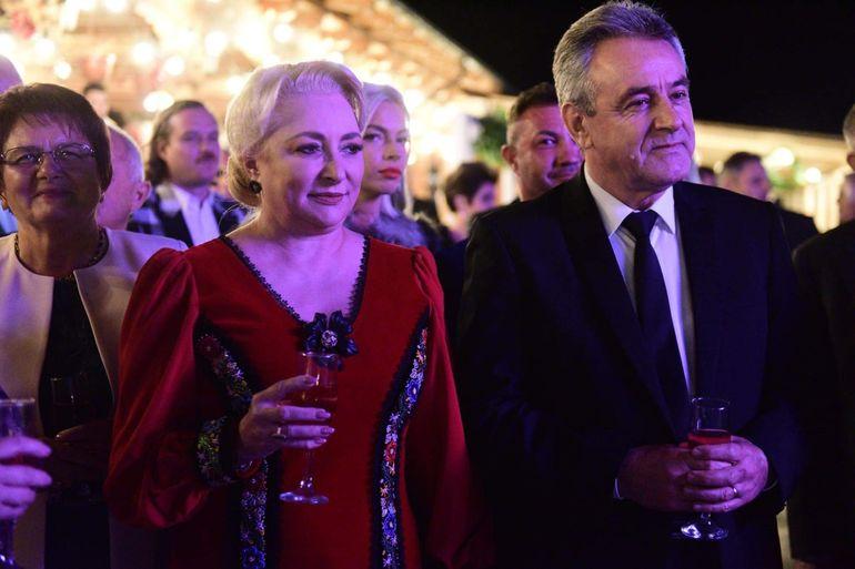 Viorica Dăncilă a îmbrăcat haine de sărbătoare azi! Cum s-a afișat la o nuntă, după ce și-a lansat campania pentru prezidențiale