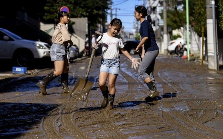 Taifunul Hagibis a făcut ravagii în Japonia. Peste 100.000 de salvatori caută supraviețuitori și peste șapte milioane de oameni sunt în pericol