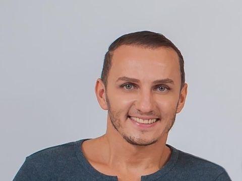 """Mihai Trăistariu, turul noului apartament. Detalii picante din cuibușorul de nebunii: """"Mi-am pierdut virginitatea cu o fată fără mâini"""""""