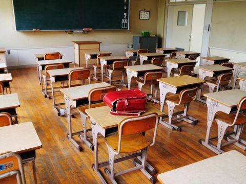 O profesoară din Iași a umilit un elev de 7 ani bolnav în fața clasei! Ce a putut să îi facă