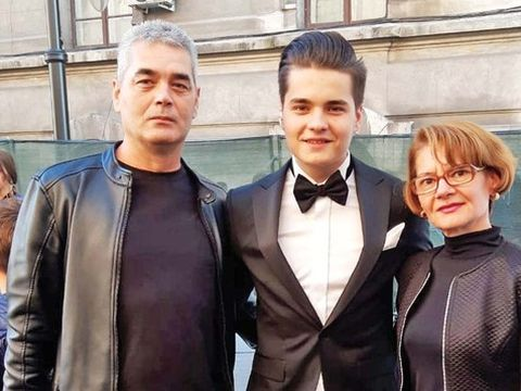 """Selly a venit cu părinții la """"The Artists Awards"""". Vlogger-ul are o relație strânsă cu ei"""