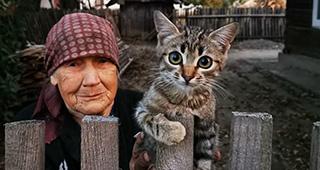 Cine e, de fapt, bunicuța din imaginea devenită virală