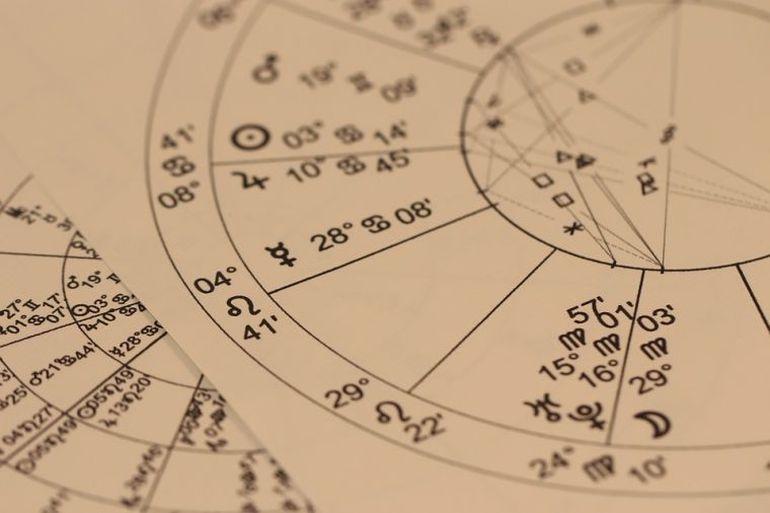 Horoscop. Trei zodii care se îmbolnăvesc des