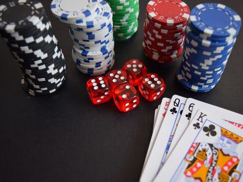 7 jucători români de poker care au urcat în TOP