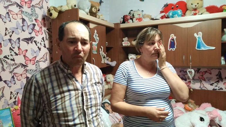"""Mesajul cutremurător al familiei Șărămăt! Asistenții maternali Mariana și Vasile s-au filmat cu lacrimi în ochi: """"Sorina, sora ta nu vrea să meargă la școală fără tine! De ziua ei se aștepta s-o suni!"""" VIDEO EXCLUSIV"""